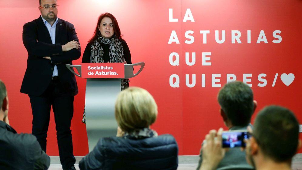 Foto: La cabeza de lista del PSOE al Congreso de los Diputados por Asturias, Adriana Lastra, y el secretario general de la FSA y candidato a la presidencia del Principado de Asturias, Adrián Barbón. (EFE)