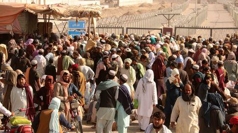 La otra frontera afgana que no sale en la tele: 20.000 refugiados al día cruzan a Pakistán