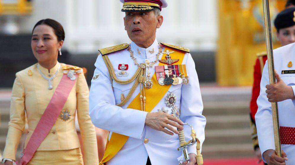 Foto: El rey de Tailandia, con su hija, Bajrakitiyabha. (EFE)