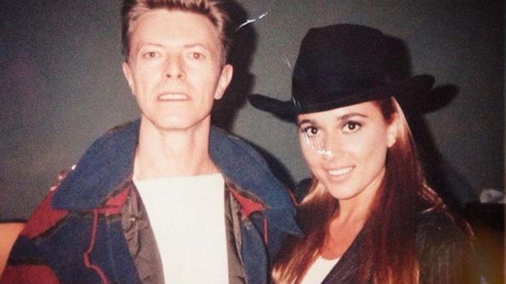 Marta Sánchez rinde homenaje a David Bowie con una foto junto a él