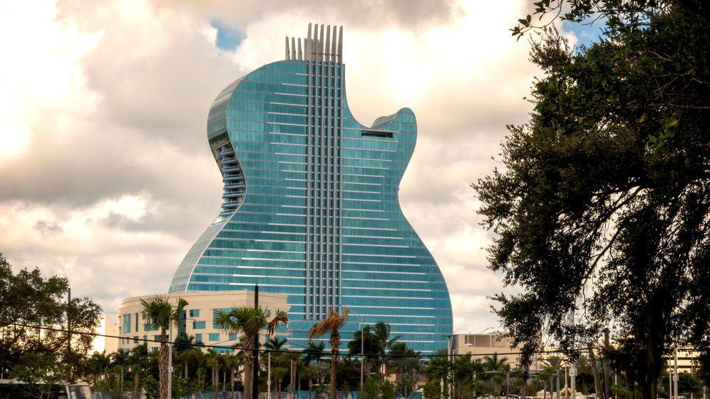 Foto: Abre el primer hotel del mundo con forma de guitarra (EFE EPA/CRISTOBAL HERRERA)