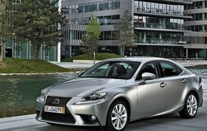 Lexus cambia diésel por híbrido