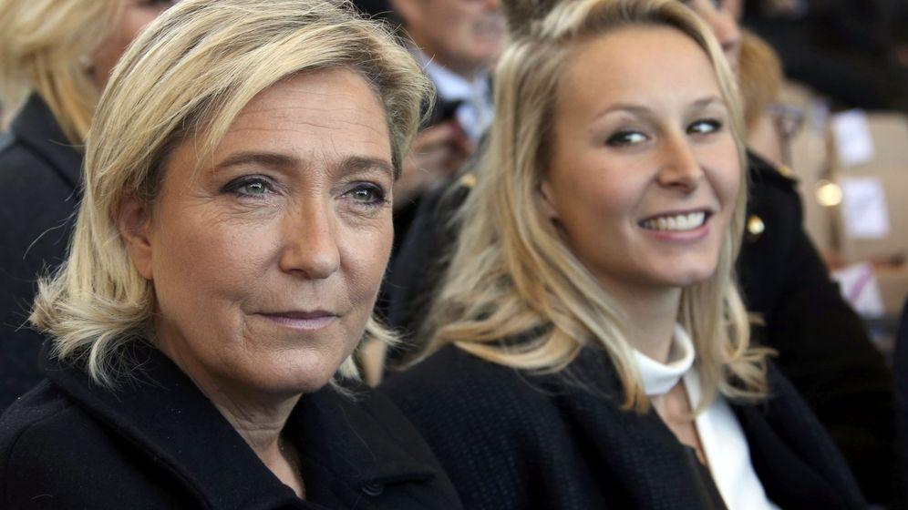 Foto: Marion Marechal-Le Pen junto a su tía Marine, durante un homenaje a las víctimas del atentado de Niza, el 15 de octubre de 2016. (Reuters)