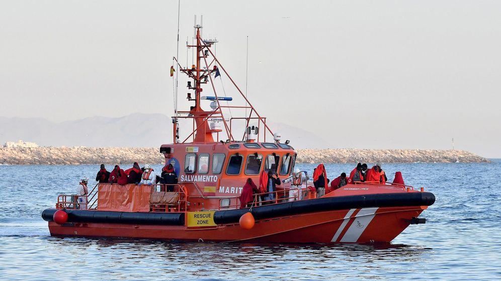 Foto: Servicio de rescate de Salvamento Marítimo en mar de Alborán (Efe)