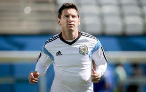 Tras 10 años de dudas, Messi está cerca de ser el otro 'dios' argentino