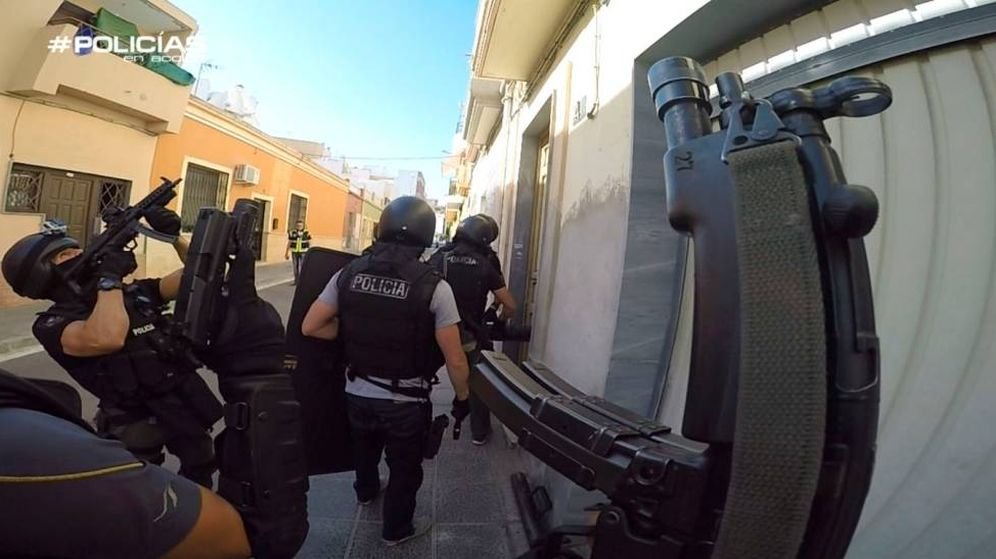 Foto: La policía en una de sus intervenciones. (Atresmedia)