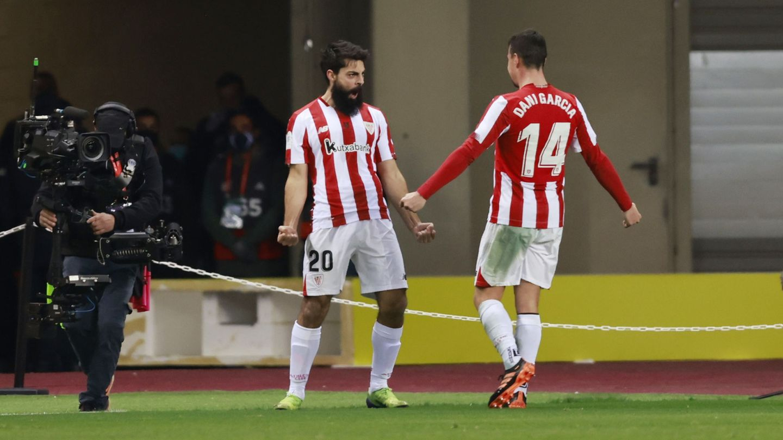 Asier Villalibre celebra el 2-2 que mandaba a los dos equipos a la prórroga. (Reuters)