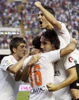 Mata da el liderato al Valencia ante un Osasuna en inferioridad