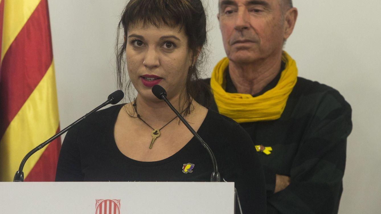 Foto: Beatriz Talegón, junto a Lluís Llach. (EFE)