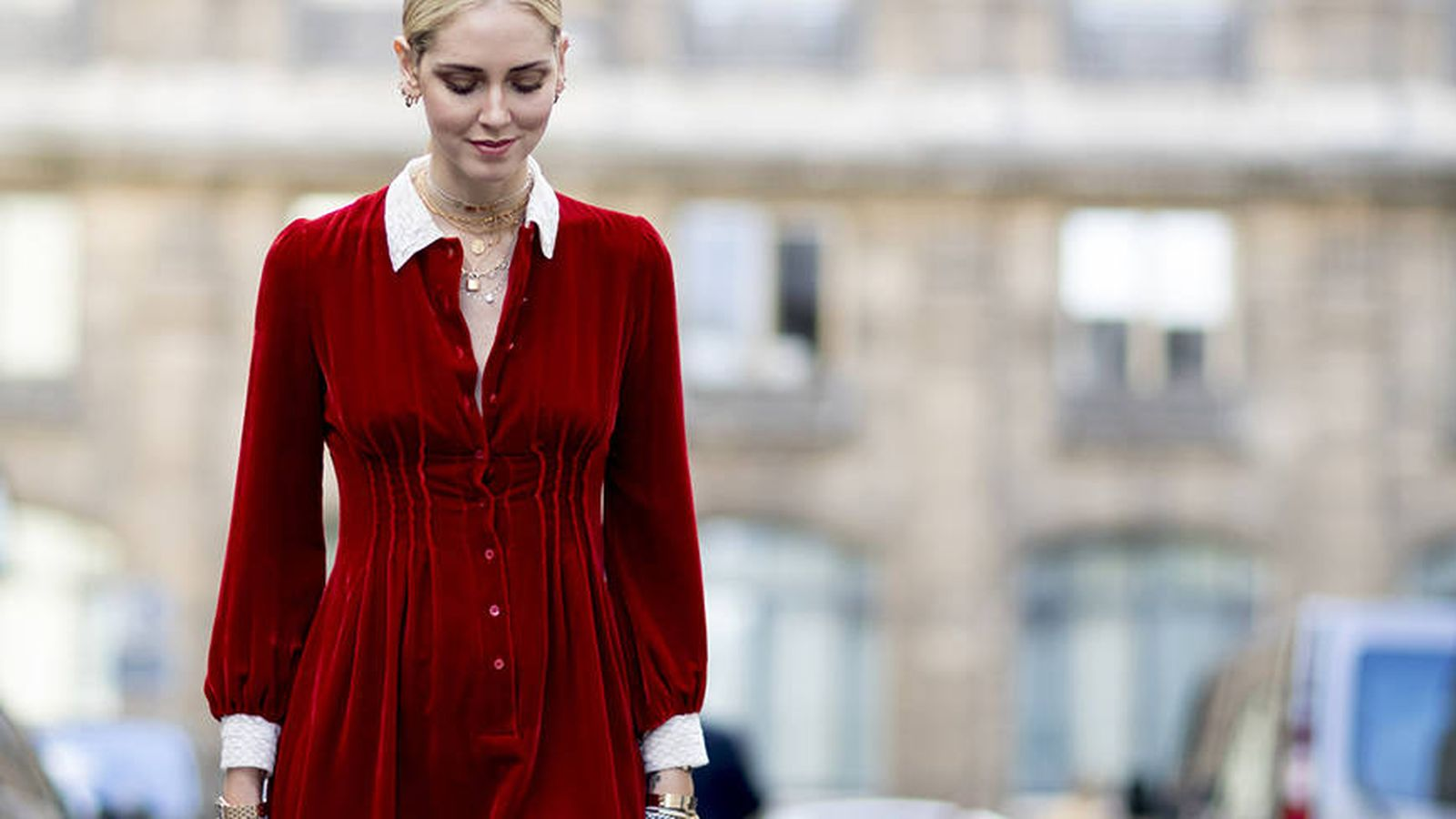 Foto: Chiara Ferragni, con vestido rojo de terciopelo y detalles blancos. (Foto: ©Imaxtree)