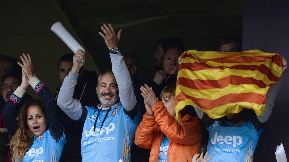 Foto: Aficionados de la Santboiana festejan el título de la Copa del Rey. (EFE)