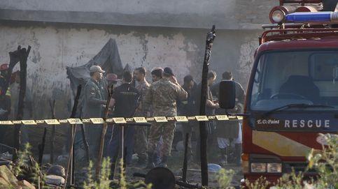 Al menos 17 muertos en un accidente de una avioneta del Ejército en Pakistán