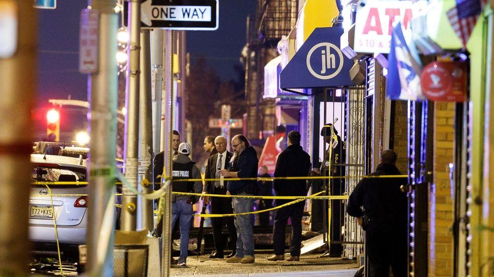 Foto: La policía investiga la escena del tiroteo. (Reuters)