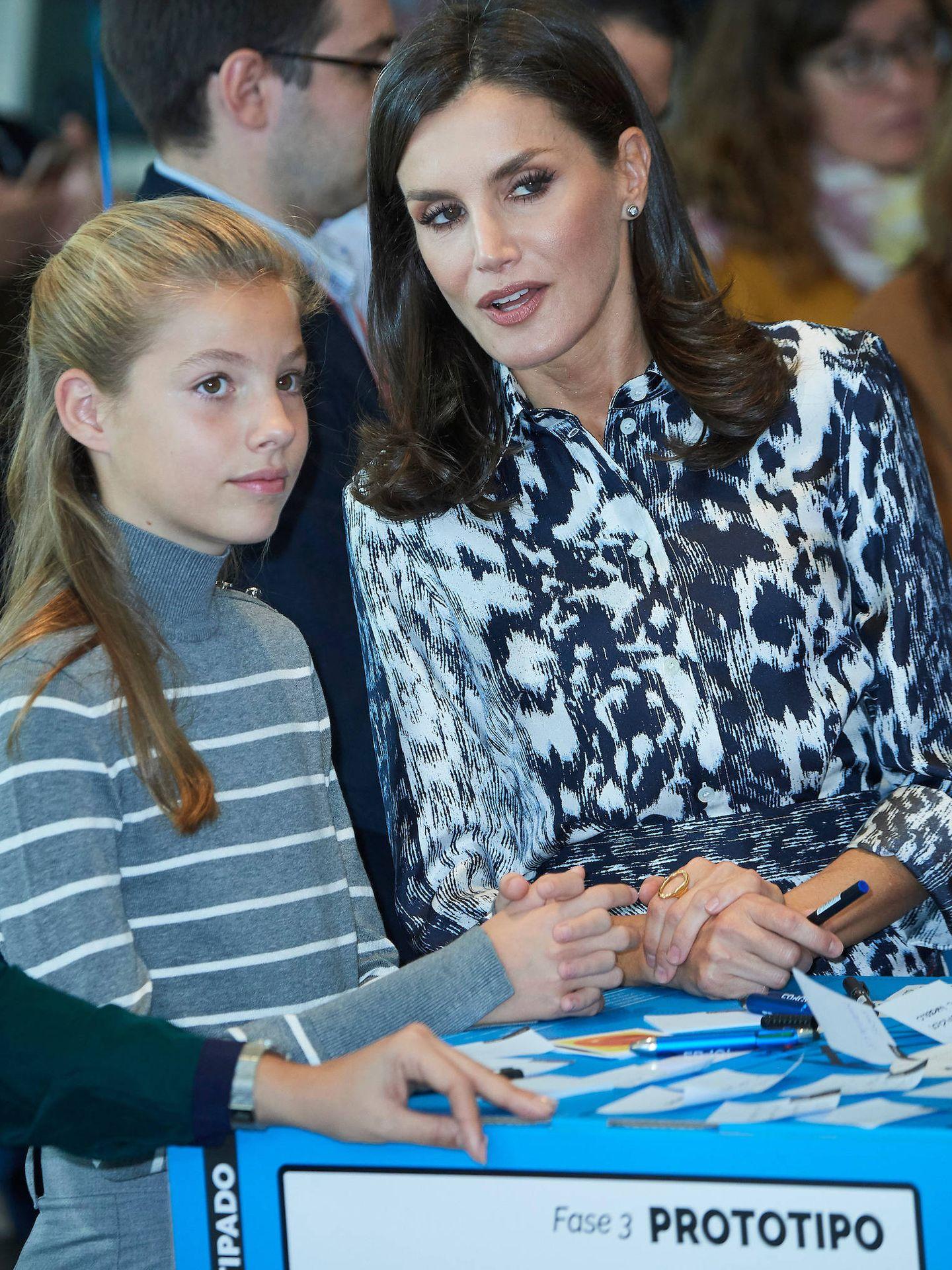 La infanta Sofía, con su madre.