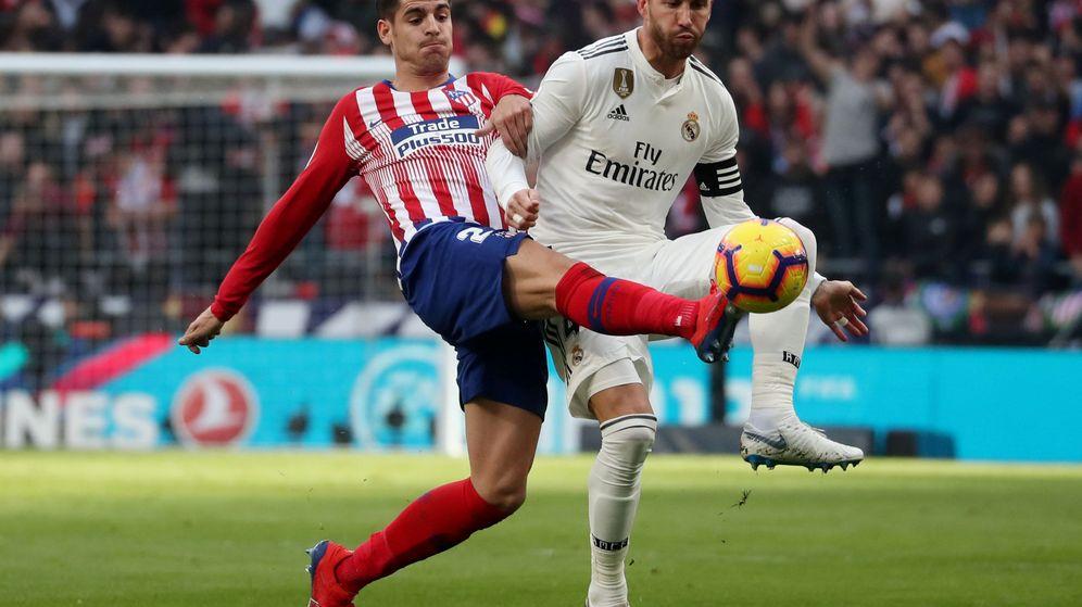 Foto: Sergio Ramos y Álvaro Morata disputan un balón. (Reuters)