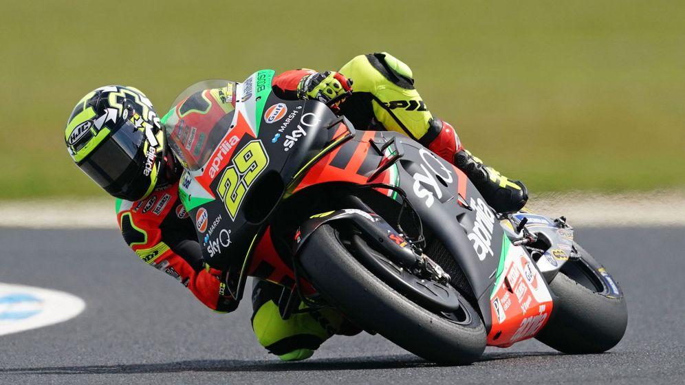 Foto: Andrea Iannone, con la Aprilia de MotoGP durante el pasado curso. (EFE))