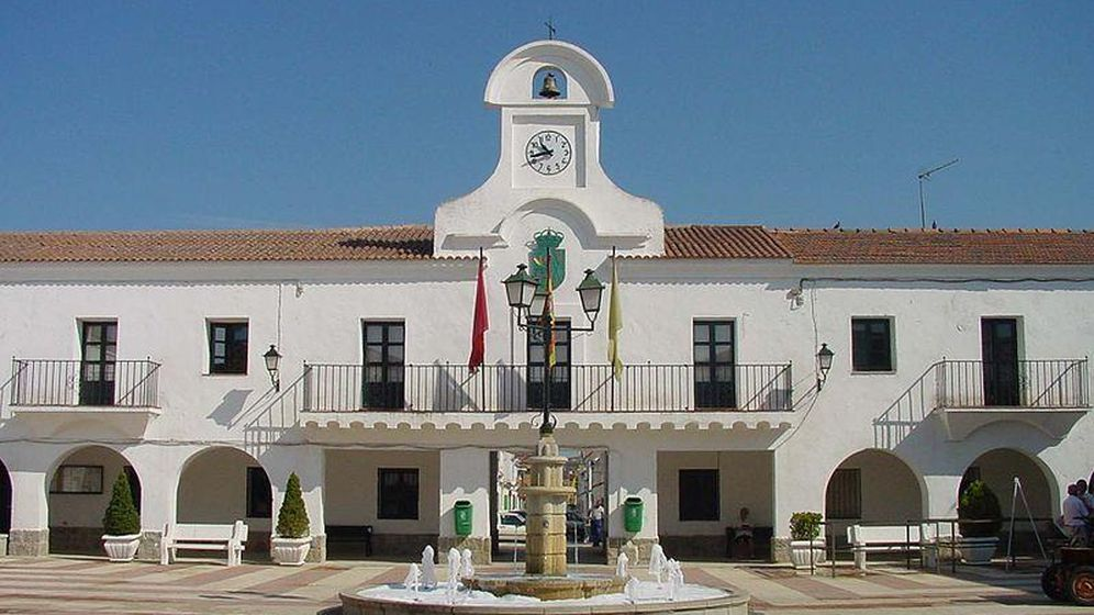 Foto: Vista de la fachada principal del Ayuntamiento de Villanueva de Pardillo (Madrid). (Wikimedia Commons)