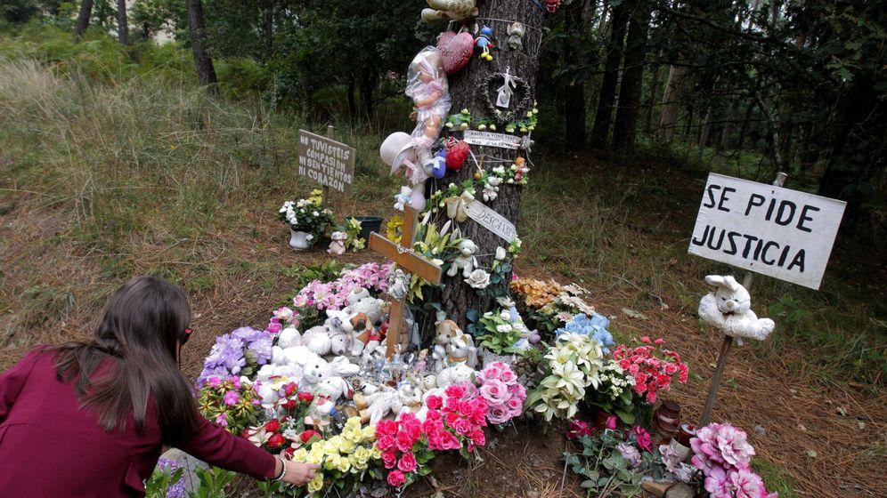 Foto: Los homenajes a Asunta continúan dos años después en el lugar donde fue hallada. (EFE)