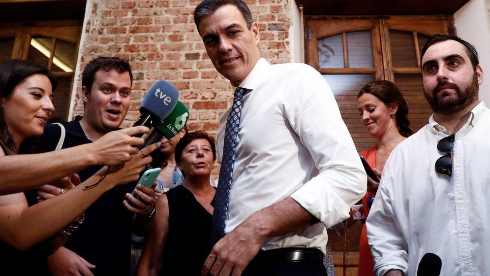 Foto: Pedro sánchez se reúne con asociaciones de igualdad
