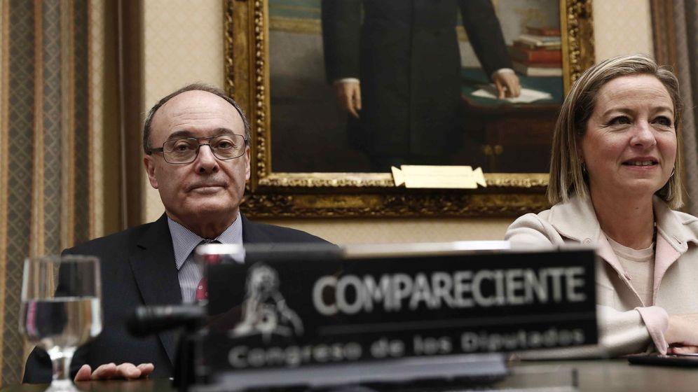 Foto: El Gobernador del Banco de España, Luis María Linde, hoy en el Congreso. (EFE)