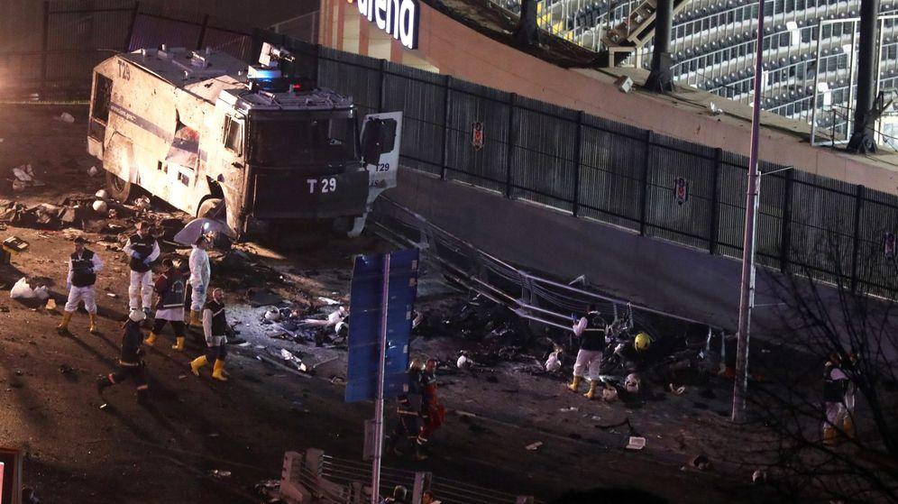 Foto: El exterior del campo del Besiktas, escenario de uno de los atentados de Estambul. (Reuters)