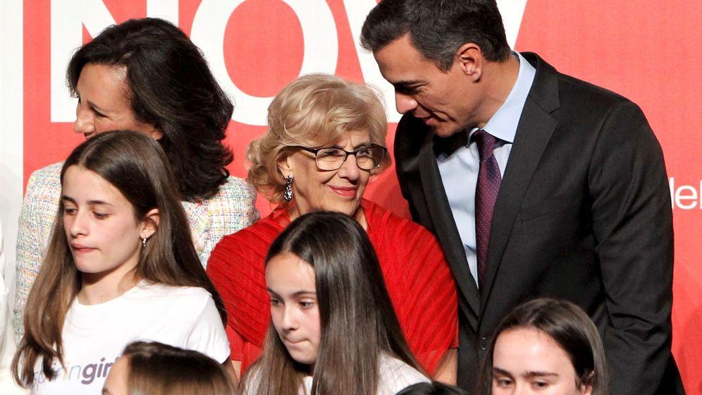 Foto: Pedro Sánchez y Manuela Carmena (c). (EFE)