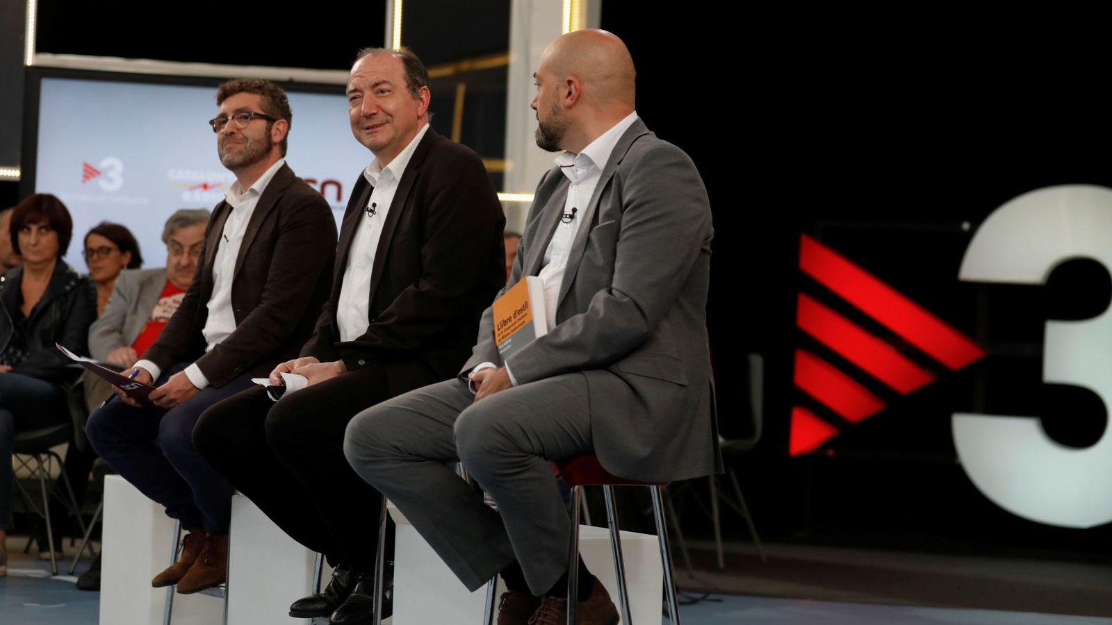 Foto: Marc Colomer, director de ACN, Vicent Sanchis, director de TV3, y Saul Gordillo, director de Catalunya Ràdio. (Reuters)