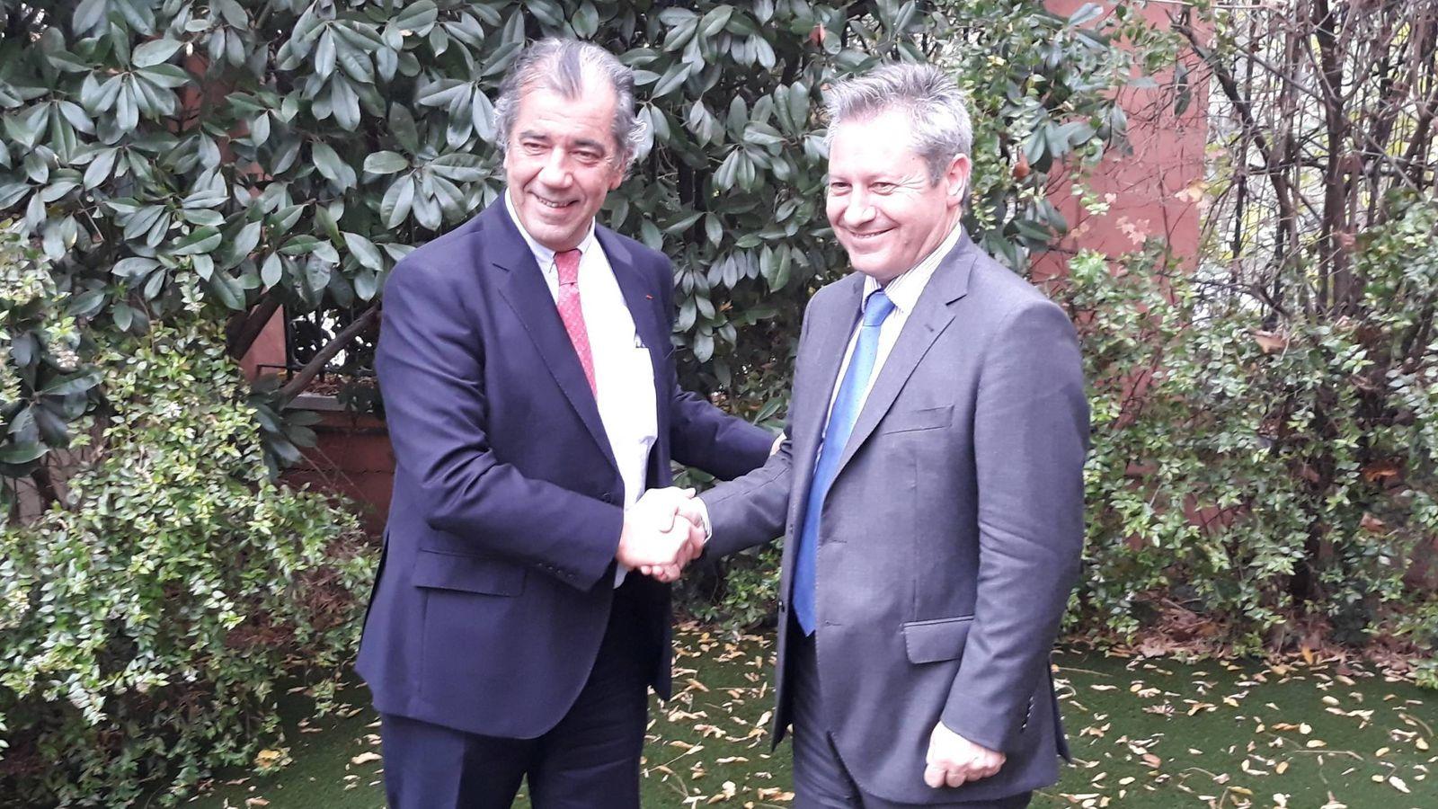 Foto: Fernando Alonso (izquierda) y Antonio Gutiérrez, en Madrid. (C. P.)