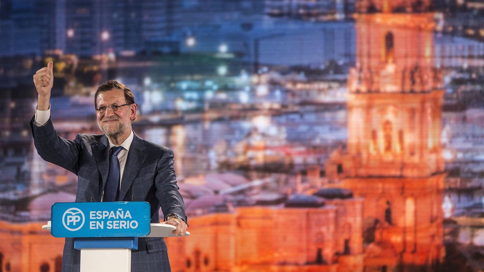 Foto: El PP ha presentado su programa al finalizar el acto en Málaga del 3 de diciembre. Es el partido que menos detalla sus propuestas.