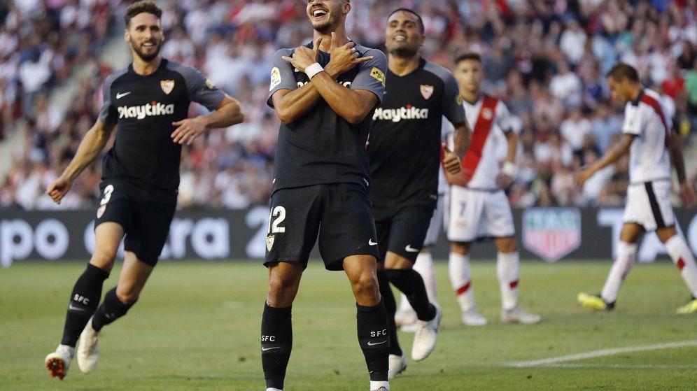 Foto: André Silva celebra un gol en el partido entre el Rayo Vallecano y el Sevilla en el estadio de Vallecas. (Efe)