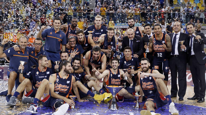 El Valencia se acostumbra a ganar y levanta la Supercopa, su segundo título en 2017
