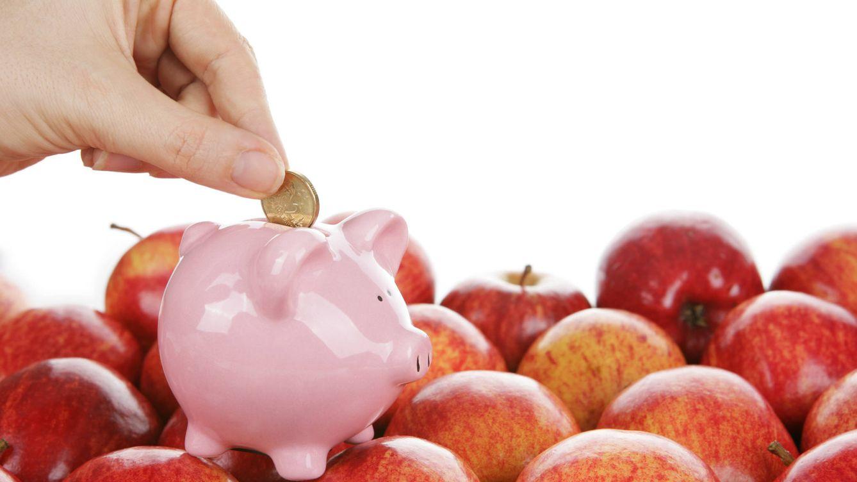 Foto: Las frutas son económicas y buenas para la salud. Respecto a la carne... Puedes emplear el cerdito de esta manera. (iStock)