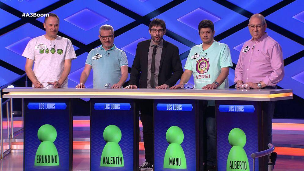 Foto: Erundino, Valentín, Manu y Alberto, junto a Juanra Bonet. (Atresmedia)