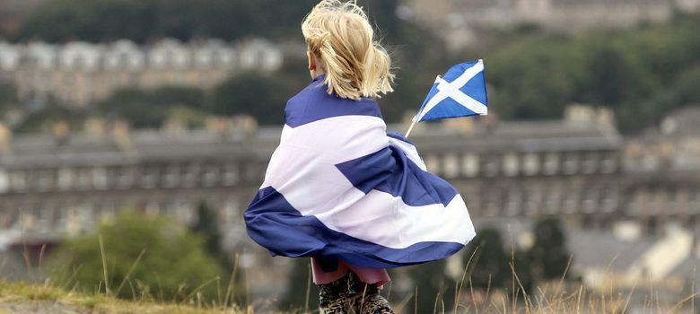 Foto: Un menor participa en una manifestación a favor de la independencia en Edimburgo (Reuters).
