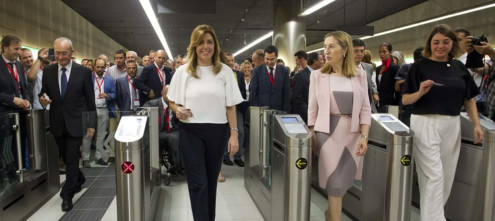 Foto: Ana Pastor (centro d) y Susana Díaz (centro i), durante la inauguración del metro de Málaga. (EFE)