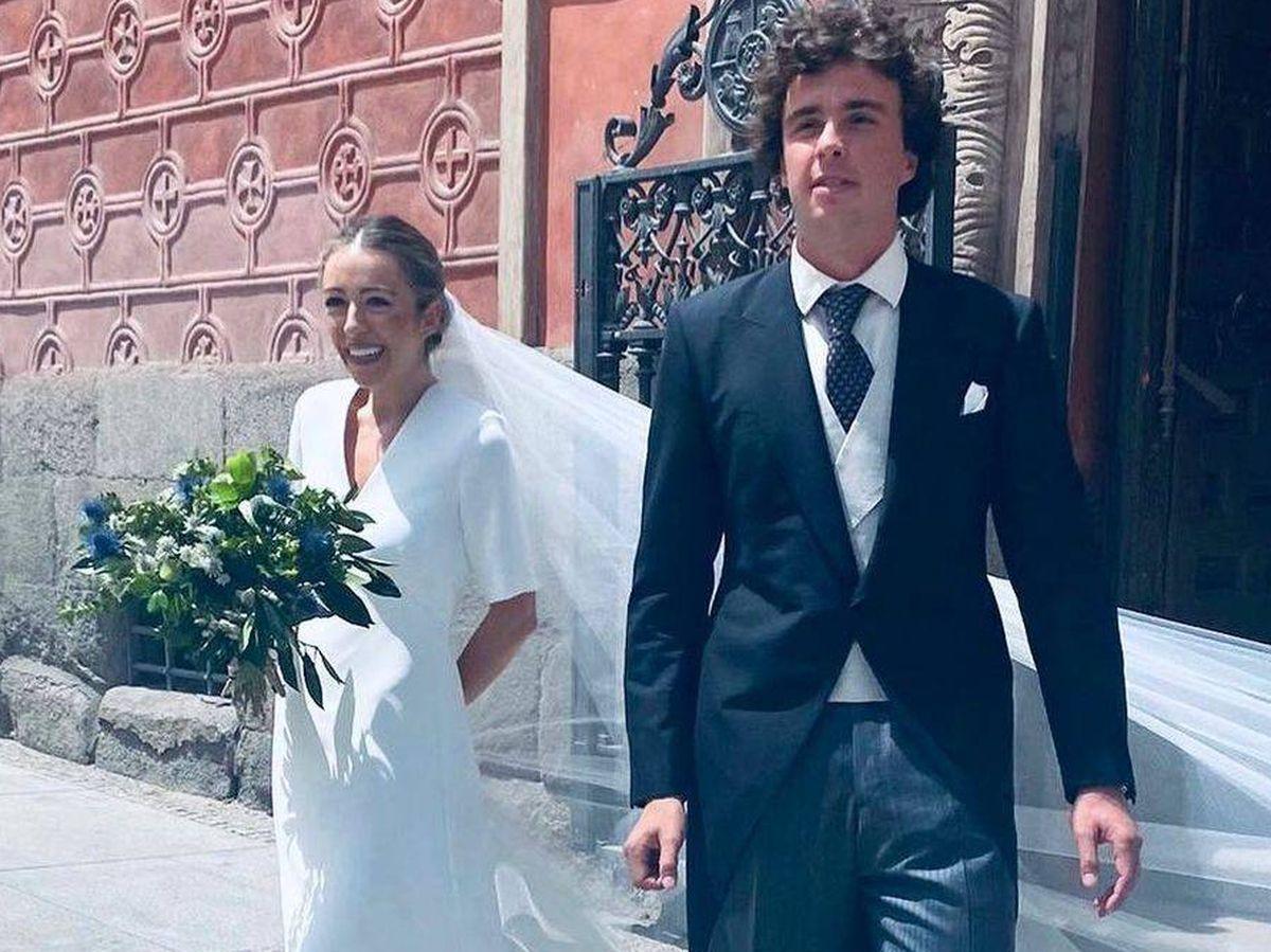 Foto: Los novios, a la salida de la Iglesia. (Instagram de Diego Estrada)