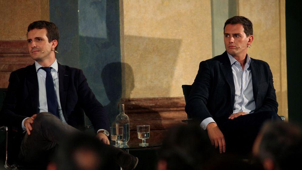 Foto: Los presidentes del PP, Pablo Casado (i), y de Ciudadanos, Albert Rivera (d). (EFE)