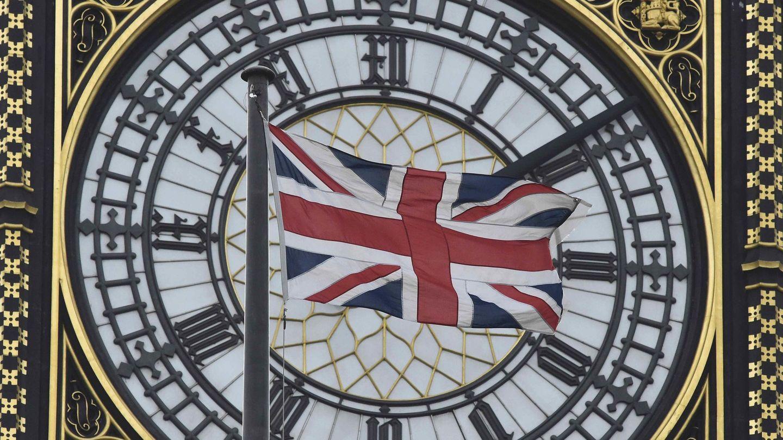 La bandera de Gran Bretaña ondea sobre el Big Ben. (Reuters)