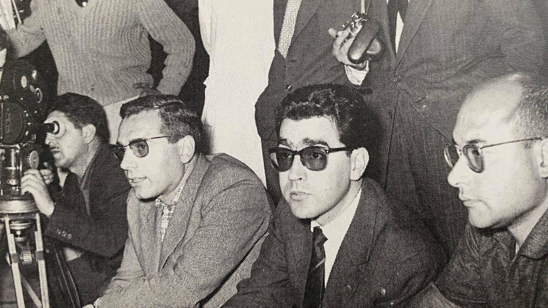 Lamet, con gafas oscuras, en el rodaje de 'Crimen de doble filo'. (Libros Indie)