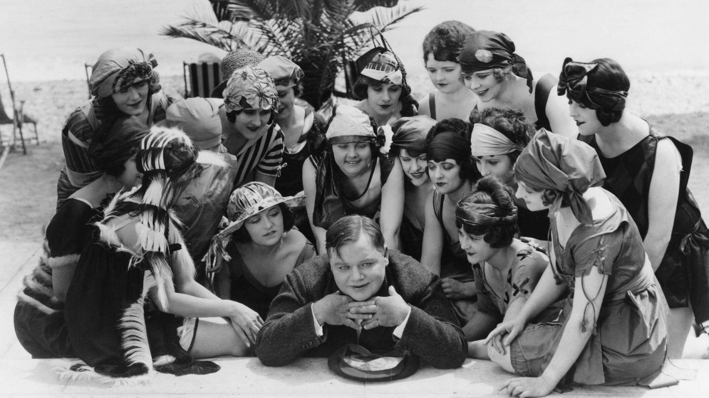Roscoe y las célebres Bathing Beauties del cine mudo de Hollywood. (CP)