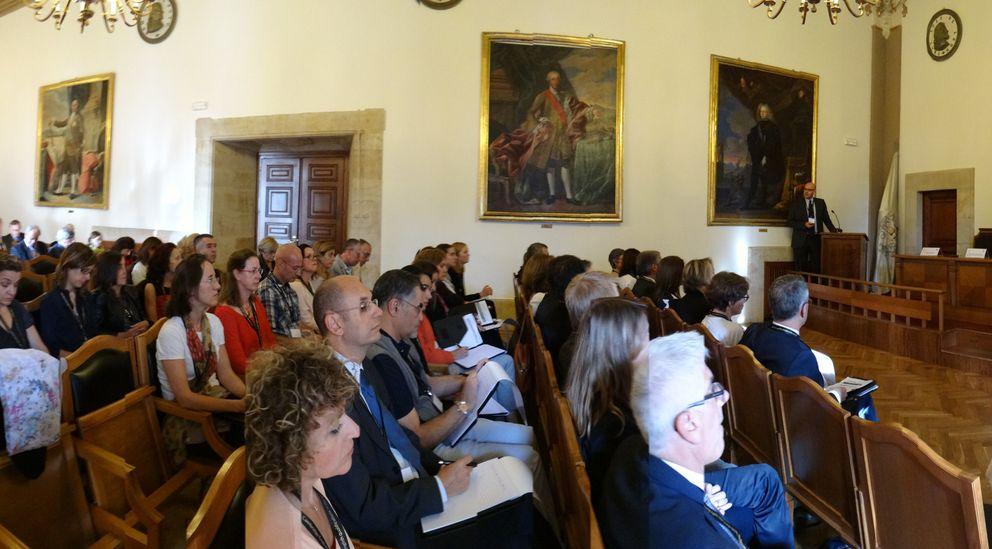 Foto: El aula magna del Palacio de Anaya, durante la apertura del congreso 'Multilingual education: policy, practice and reality'.