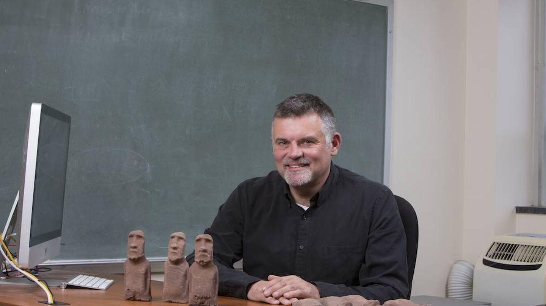 Carl Lipo, en su despacho (Binghamton University, State University of New York)
