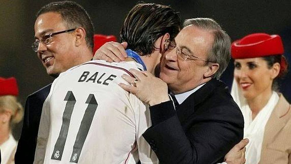 Foto: Florentino Pérez felicita a Gareth Bale tras ganar el Mundial de Clubes. (EFE)