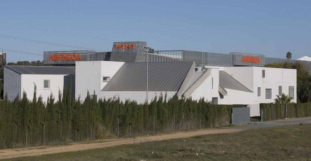 Foto: Exterior del complejo de Abengoa Water en Dos Hermanas (Sevilla). (EFE)
