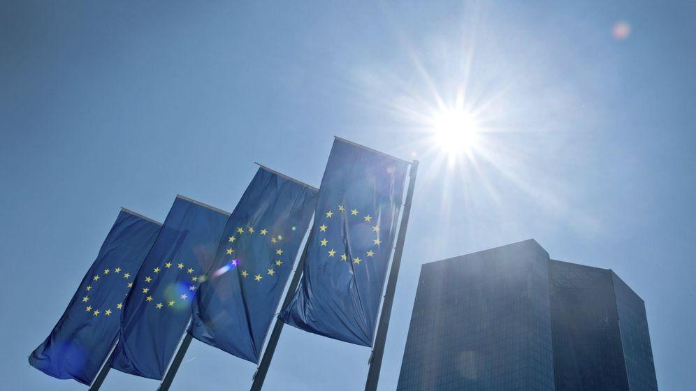 Foto: Banderas de la Eurozona. (Efe)