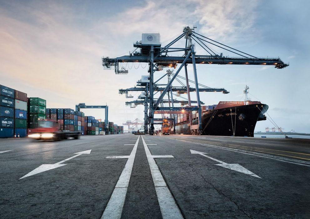 Foto: El puerto industrial de Sohar, en Oman, se conectará vía ferrocarril con la frontera con Emiratos Árabes.
