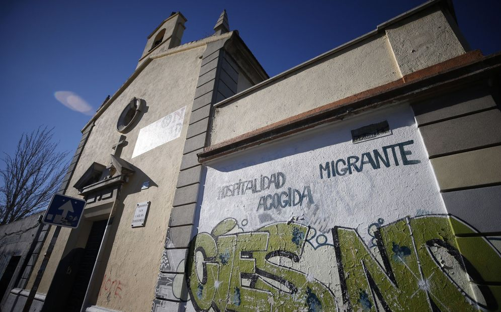 Foto: San Carlos Borromeo, una parroquia convertida en refugio para los solicitantes de asilo en Madrid (EFE)