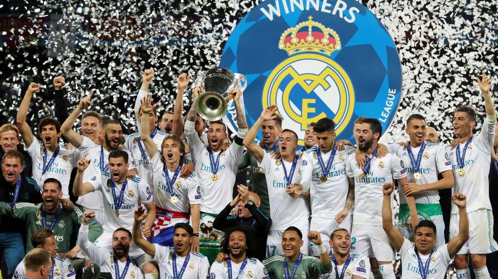 Foto: El capitán del Real Madrid, Sergio Ramos, levanta el trofeo de la Champions League en Kiev. (EFE)