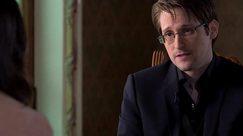 Foto: Edward Snowden, en un momento de la entrevista con Ana Pastor. (Imagen: La Sexta)