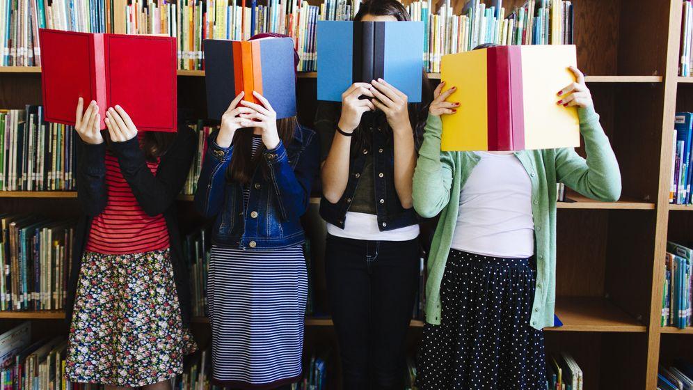 Foto: Es importante conservar la factura de los libros para poder deducirla en la próxima declaración. (Corbis)